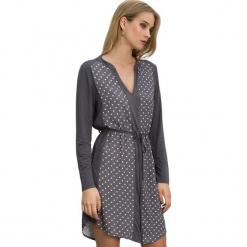 Sukienka w kolorze szarym. Szare długie sukienki marki Almatrichi, m, w kropki, z długim rękawem, proste. W wyprzedaży za 169,95 zł.