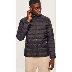 Pikowana kurtka ze stójką - Czarny. Czarne kurtki męskie pikowane marki Reserved, m. Za 169,99 zł.