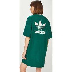 Adidas Originals - Sukienka. Szare długie sukienki adidas Originals, na co dzień, z nadrukiem, z bawełny, casualowe, z okrągłym kołnierzem, proste. Za 169,90 zł.