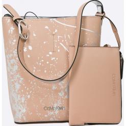 Calvin Klein - Torebka Inside Out Bucket Splash. Różowe torebki klasyczne damskie Calvin Klein, w paski, z materiału, duże. Za 499,90 zł.
