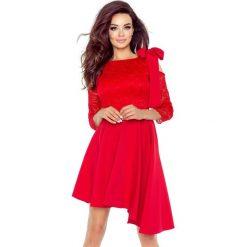 NATALIA  asymetryczna sukienka z koronkową górą CZERWONA. Czerwone długie sukienki Bergamo, w koronkowe wzory, z koronki, eleganckie, z asymetrycznym kołnierzem, z długim rękawem, asymetryczne. Za 259,99 zł.