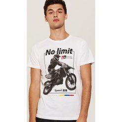 T-shirty męskie: T-shirt z motocyklem - Biały