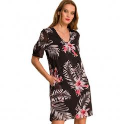 Sukienka w kolorze czarnym. Czarne sukienki marki Almatrichi, s, midi, proste. W wyprzedaży za 159,95 zł.