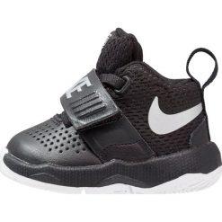 Buty skate męskie: Nike Performance TEAM HUSTLE D 8 Obuwie do koszykówki black/metallic silverwhite