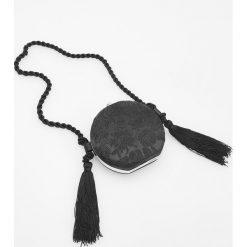 Kuferki damskie: Okrągły kuferek na plecionym pasku - Czarny