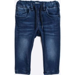 Name it - Jeansy dziecięce 80-104 cm. Czerwone jeansy dziewczęce marki Name it, l, z nadrukiem, z bawełny, z okrągłym kołnierzem. W wyprzedaży za 59,90 zł.