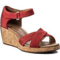 Rzymianki damskie: Sandały CLARKS – Un Plaza Cross 261323274 Red Nubuck