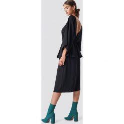 NA-KD Party Sukienka midi z odkrytymi plecami - Black. Czarne sukienki na komunię NA-KD Party, na imprezę, z poliesteru, dekolt w kształcie v, midi. Za 181,95 zł.