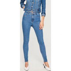 Jeansy z wysokim stanem - Niebieski. Niebieskie spodnie z wysokim stanem Reserved, z jeansu. Za 49,99 zł.