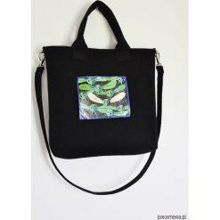 Torba filcowa z ręcznie malowanym motywem. Czarne torebki klasyczne damskie Pakamera, duże. Za 180,00 zł.