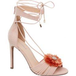 Sandałki na obcasie Catwalk różowe. Czerwone sandały damskie Catwalk, z materiału, na obcasie. Za 149,90 zł.