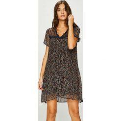 Answear - Sukienka. Brązowe sukienki koronkowe marki ANSWEAR, na co dzień, l, casualowe, z krótkim rękawem, mini, proste. W wyprzedaży za 139,90 zł.