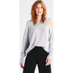 Swetry damskie: Vila VIRIL TIE Sweter light grey melange