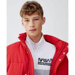 Bluza NASA z suwakiem. Zielone bluzy męskie rozpinane Pull&Bear, m. Za 109,00 zł.