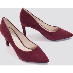 Buty ślubne damskie: NA-KD Shoes Zamszowe czółenka ze spiczastymi noskami - Red,Purple