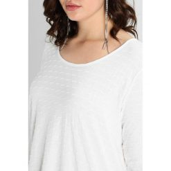 Bluzki asymetryczne: ADIA LONG SLEEVES ROUND NECK STRUCTURE Bluzka z długim rękawem off white