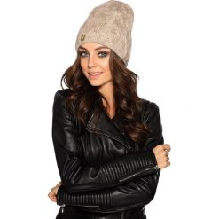 Kobieca czapka w warkocze beżowy. Brązowe czapki zimowe damskie Lemoniade. Za 69,90 zł.