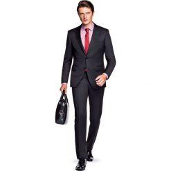 Garnitur Czarny Innsbruck. Czarne garnitury marki LANCERTO, z tkaniny. W wyprzedaży za 499,90 zł.