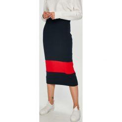 Calvin Klein - Spódnica. Szare spódniczki dzianinowe marki Calvin Klein, m, z podwyższonym stanem, midi, dopasowane. Za 539,90 zł.