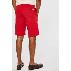 Wrangler - Szorty. Różowe szorty męskie Wrangler, z bawełny, casualowe. W wyprzedaży za 169,90 zł.
