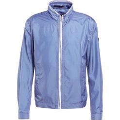 JOOP! SHOLTI Kurtka wiosenna blau. Niebieskie kurtki męskie marki JOOP!, m, z materiału. W wyprzedaży za 399,60 zł.