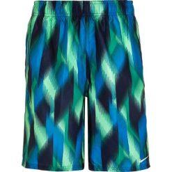 Nike Performance FAST LANES Szorty kąpielowe electro green. Zielone kąpielówki chłopięce marki Nike Performance, z materiału, sportowe. W wyprzedaży za 161,10 zł.