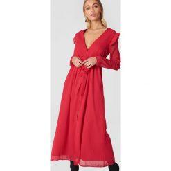 NA-KD Boho Szyfonowa sukienka z głębokim dekoltem V - Red. Niebieskie sukienki boho marki NA-KD Boho, na imprezę, w koronkowe wzory, z koronki, na ramiączkach, mini. W wyprzedaży za 113,37 zł.