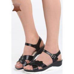 Czarne Skórzane Sandały Light Me Up. Czarne sandały damskie marki Born2be, z materiału, na koturnie. Za 109,99 zł.