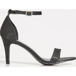 Sandały na szpilce - Czarny. Czarne sandały damskie marki Sinsay, na szpilce. Za 89,99 zł.