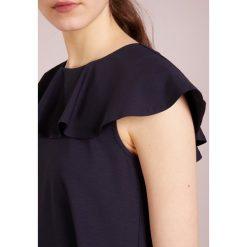 MAX&Co. CORTESIA Sukienka z dżerseju navy blue. Czerwone sukienki z falbanami marki MAX&Co., m, z elastanu. W wyprzedaży za 655,20 zł.