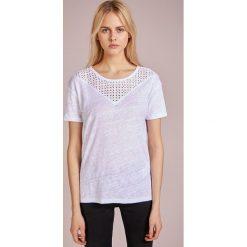 T-shirty damskie: CLOSED Tshirt z nadrukiem white
