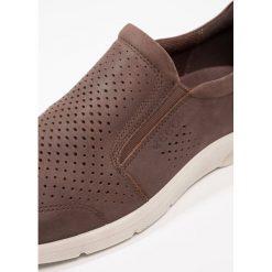 Ecco IRVING Półbuty wsuwane brown. Brązowe półbuty męskie marki ecco, z materiału. W wyprzedaży za 383,20 zł.