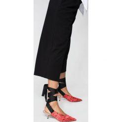 Parfois - Czółenka. Szare buty ślubne damskie marki Parfois, z materiału, na szpilce. W wyprzedaży za 89,90 zł.