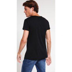 T-shirty męskie: Tigha WREN Tshirt basic black