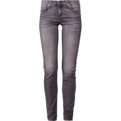 7 for all mankind ROXANNE ILLUSION MOMENT Jeansy Slim Fit moment. Szare jeansy damskie relaxed fit 7 for all mankind. Za 969,00 zł.