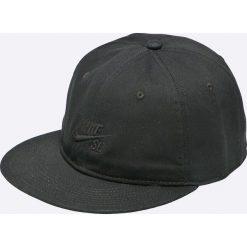 Nike Sportswear - Czapka. Czarne czapki z daszkiem męskie Nike Sportswear, z materiału. W wyprzedaży za 79,90 zł.