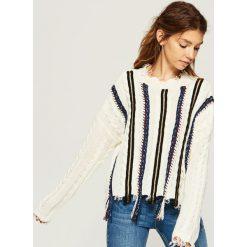 Sweter z kolorową aplikacją - Kremowy. Białe swetry klasyczne damskie marki Sinsay, l. Za 99,99 zł.