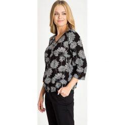 Bluzki damskie: Czarna bluzka ze wzorem z zamkiem na dekolcie QUIOSQUE