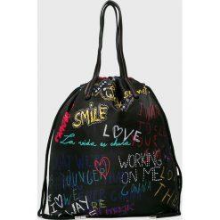 Desigual - Torebka. Czarne torebki klasyczne damskie marki Desigual, z materiału, duże. W wyprzedaży za 179,90 zł.