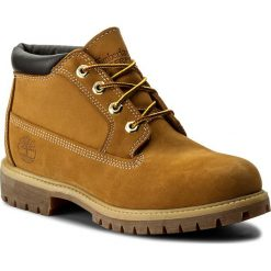 Trapery TIMBERLAND - Af Heritage Ch 23061/TB0230612311 Wht B Wheat. Żółte glany męskie marki Timberland, z gumy. W wyprzedaży za 499,00 zł.