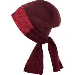 Czapka damska Pomysłowa elegancja czerwona. Czerwone czapki zimowe damskie marki Art of Polo. Za 62,90 zł.