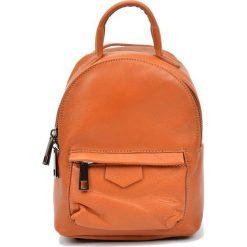 Torebki i plecaki damskie: Skórzany plecak w kolorze jasnobrązowym – (S)21 x (W)16 x (G)9 cm