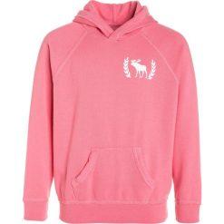 Abercrombie & Fitch SHINE POPOVER Bluza z kapturem pink. Czerwone bluzy chłopięce rozpinane Abercrombie & Fitch, z bawełny, z kapturem. W wyprzedaży za 159,20 zł.