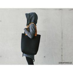 Torebka filcowa czarna. Czarne torebki klasyczne damskie Pakamera, z wełny. Za 299,00 zł.