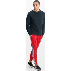 Spodnie męskie: Nike Sportswear TAPED PANT POLY Spodnie treningowe gym red/gym blue/sail