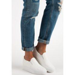 Białe trampki na koturnie EMILIA. Białe buty ślubne damskie J. STAR, na koturnie. Za 32,90 zł.