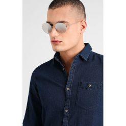 Giorgio Armani Okulary przeciwsłoneczne light grey. Szare okulary przeciwsłoneczne damskie wayfarery Giorgio Armani. Za 959,00 zł.