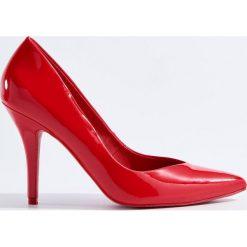 Klasyczne szpilki - Czerwony. Czerwone szpilki marki Mohito. Za 129,99 zł.