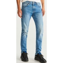 Jeansy slim fit - Niebieski. Niebieskie jeansy męskie relaxed fit Reserved. Za 89,99 zł.