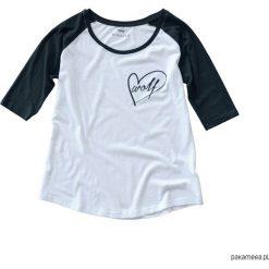 Koszulka damska z wilkiem biało czarna. Białe bluzki z odkrytymi ramionami Pakamera, z nadrukiem. Za 85,00 zł.